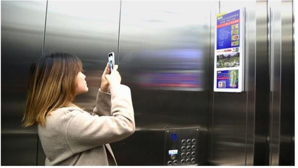 реклама в лифтах китая